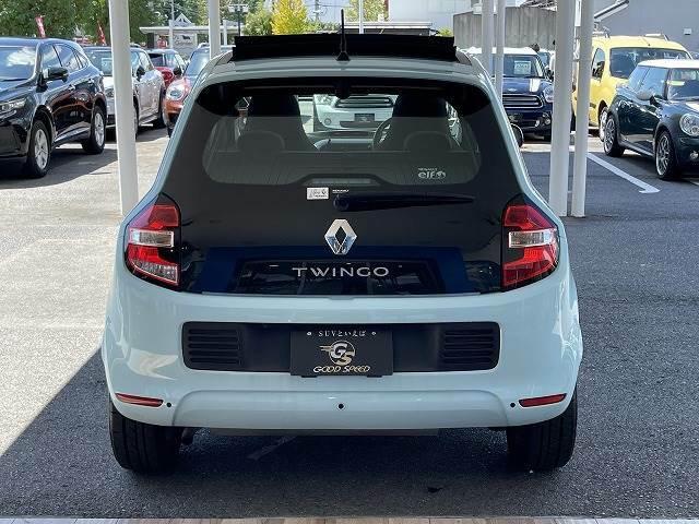 リアハッチもオシャレなデザインです。リアコーナーセンサー付きで駐車時も安心です。