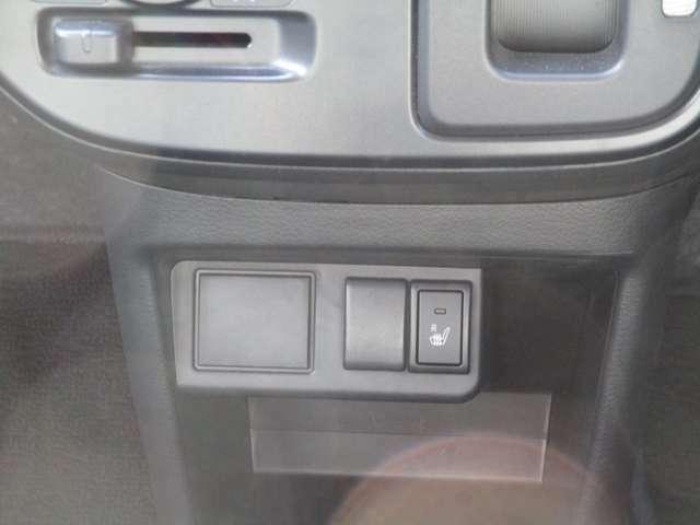 運転席シートヒーターが付いております!!冬場の朝って寒いですよね!そん時に使うとお尻からポカポカで体も心も温まります(笑)