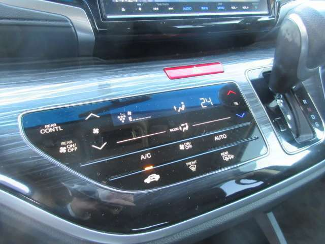 オートエアコン☆室内の温度調整として冷房・除湿ができるのはもちろんのこと冬場や雨天時の窓の曇り取りとしても活用できるエアコン。