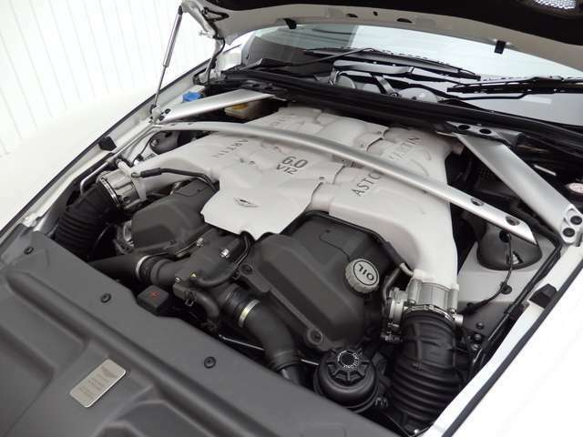6リッターV12気筒エンジン/517ps(カタログ値)