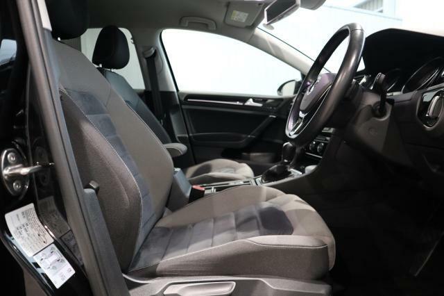 少々硬めに感じられるシートですが、ホールド性に優れ、ロングドライブでも疲れが少なく身体をしっかりと支えます。