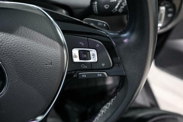 ハンドル右側にはマルチファンクションインジケーター操作スイッチがついています。