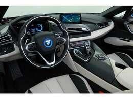 スポーツカーでありながら高級感のある内装はBMWならではです!