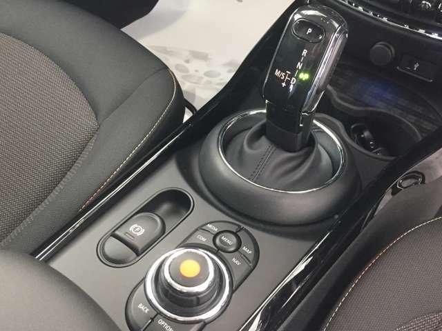 ミニ独特のゴーカートフィーリングと呼ばれる軽快なハンドリングはAT車、MT車のどちらでも楽しめます。