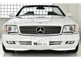 フィアンホワイト/ブラックレザー、正規ディーラー車、Wコンビステアリング、右ハンドル、保証書、整備記録簿、取扱説明書