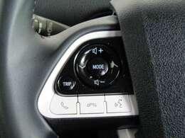 ステアリングスイッチ付きです。ハンドルから手を外さずにオーディオの操作ができます。