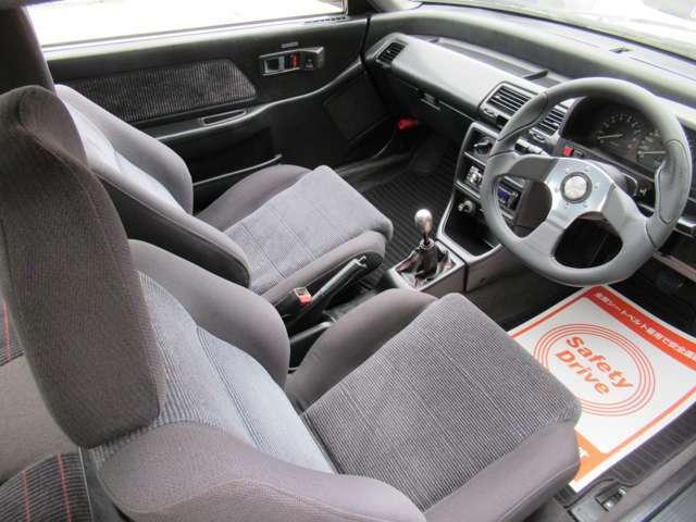 内装系は他車用ホンダ純正シートx2脚、EK9純正チタンシフトノブ、モモコマンドステアリング、社外新品フロアマット、ケンウッドCDステレオ、オートエアコンです。