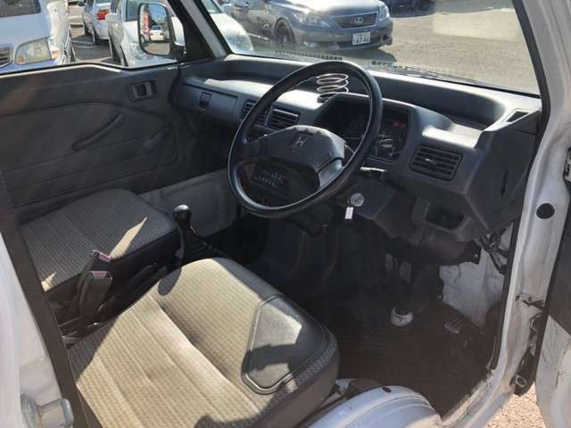 内装は年式また車両用途から考えて使用感があります!