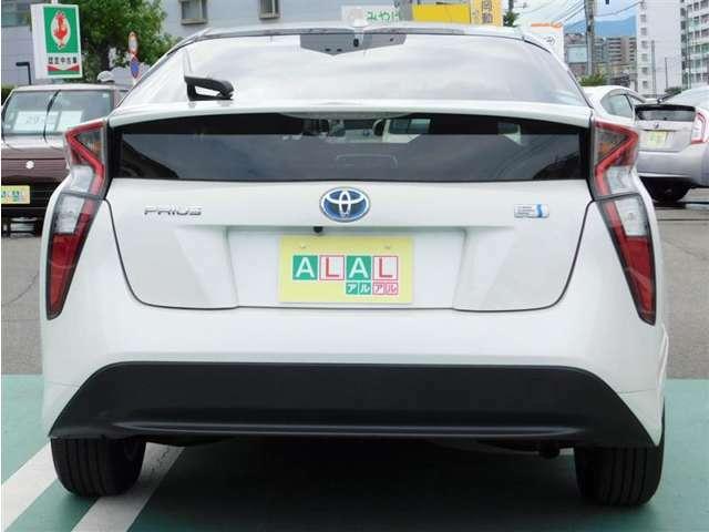 車のナンバープレートをお好きな番号に設定できます(大きな4桁の部分のみ)。結婚記念日やお子様の誕生日などにされてはいかがですか?※申請手数料等別途必要です。