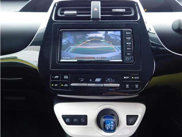 ワンセグTV視聴可能な純正メモリーナビゲーション。Bluetoothオーディオにも対応しています。エアコンは一年中快適室内温度を保つフルオートエアコン。