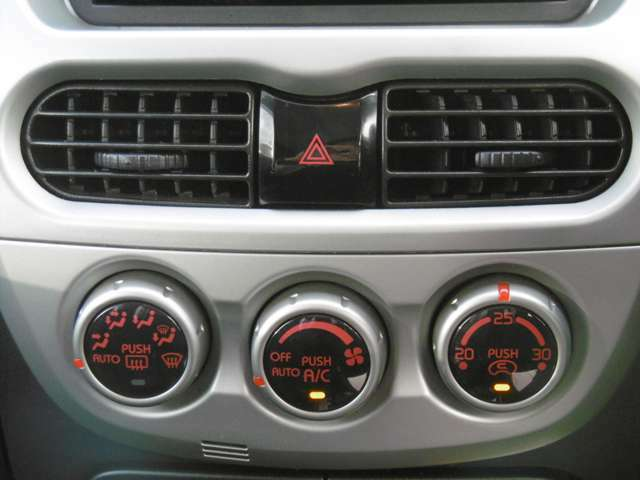 ダイヤル式のオートエアコンが使いやすいです!