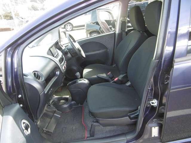 乗り心地の良い運転席、助手席シート