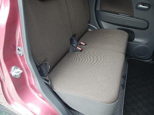 リヤシートはブラウンベンチシートでゆっくりスペース☆