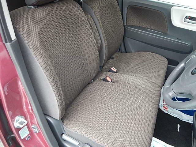 運転シート☆左右分離ベンチシートでスライドやリクライニングも可能です(^^♪