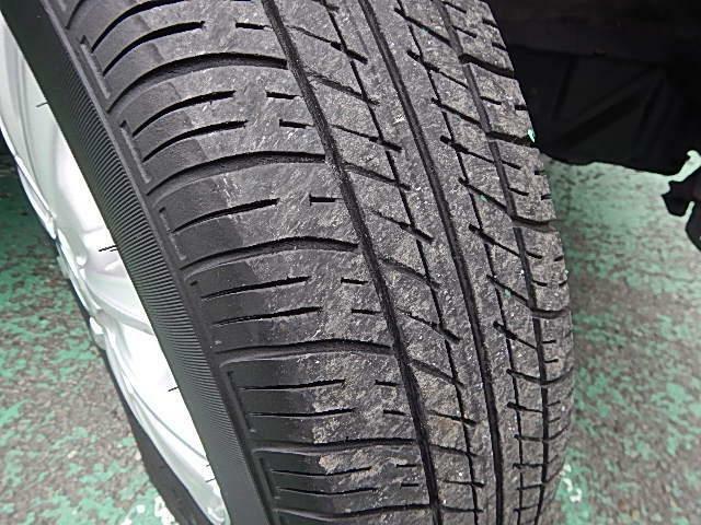 タイヤ溝フロント/リヤ3mmございます。ご購入時はご確認下さい。