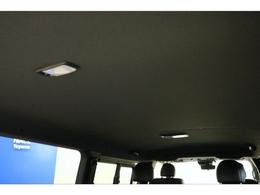 【特別仕様】ダークプライムの特徴的な室内天井。車内は黒基調となっており高級感があります。