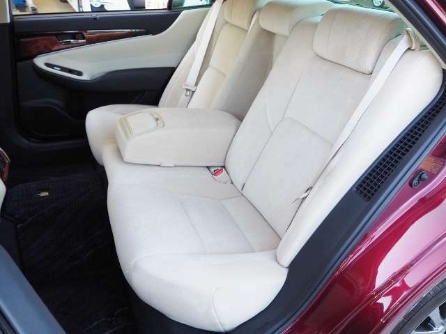 リヤシートも使用感少なく、きれいな状態です。