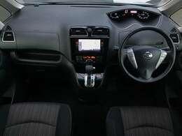 ガラスエリアが広く見晴らしのいいインテリアです。運転も安心です。