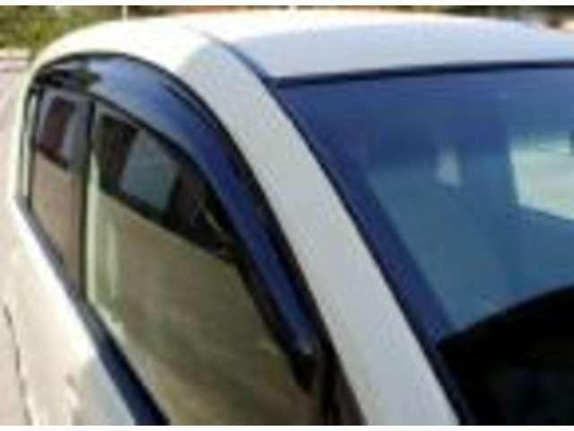 ドアバイザーが有れば雨の日も気にせず窓を開けれます!車の換気に最適!