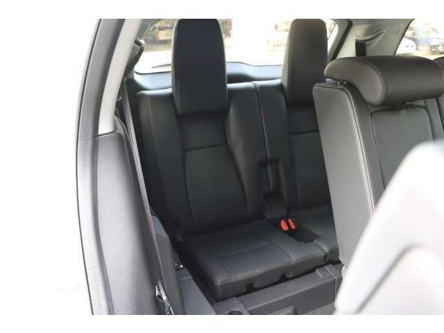 サードシート(7人乗り)サードシート用クライメートゾーンおよびコントロールダイヤル、セカンドシート可倒スイッチ