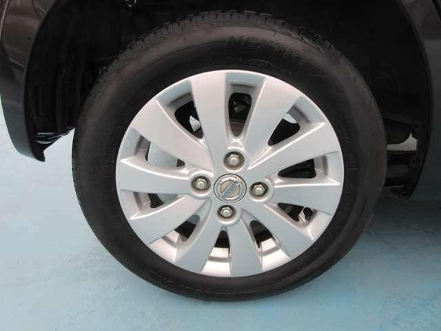 タイヤは純正のアルミホイールを使用しています。タイヤ交換をご希望の方はお申し付けください。