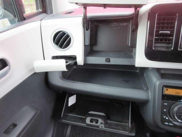 収納ボックスなどもございます。上手く活用すれば車の中も綺麗になってすっきりしますね。