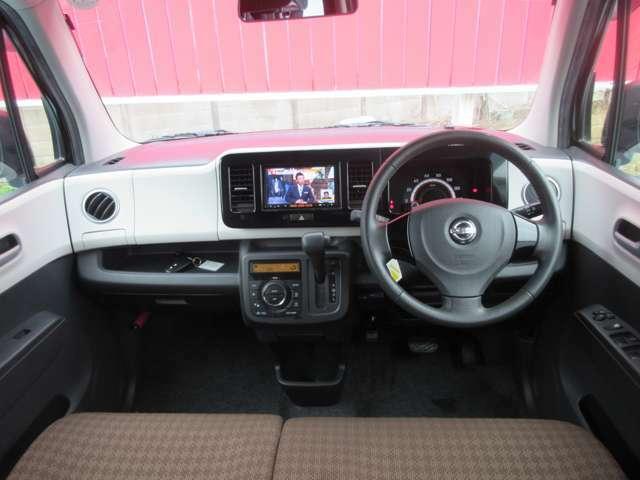 運転席周りです。内装やシートデザインがとても可愛いですね。