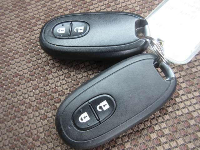 インテリジェントキーです。少し離れた場所からでもボタンを押すだけで鍵の開け閉めができます。