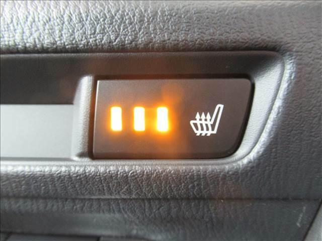 あったら便利機能の【シートヒーター】を前席左右にそれぞれ装備してます。冬場はエアコンの温度設定を低めにでき、身体の芯からポカポカになります。