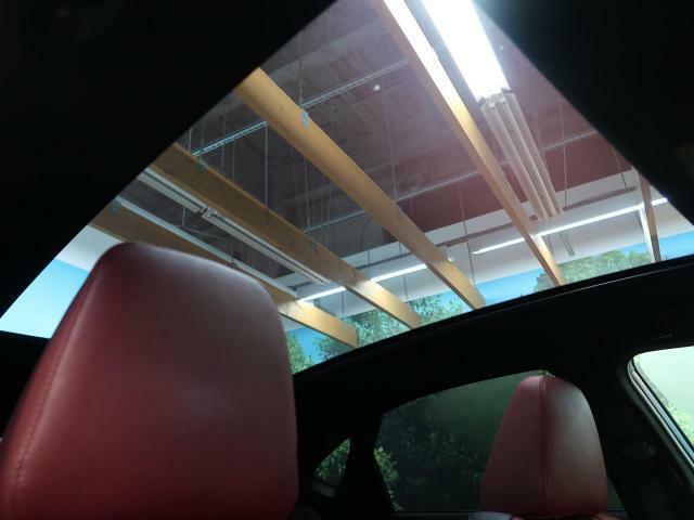大型ガラスルーフが装備されております。大型ガラスルーフがあるだけで、同じサイズの空間でも開放感があり、住みやすい空間を作り出してくれます♪