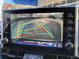 【9型モニターで大きな画面でバック画像も見やすい駐車】 ◆9インチディスプレイで見やすい!!またステアリング連動で駐車も楽々♪ また別途60,500円でパノラマビューバックカメラにも変更も可能です♪