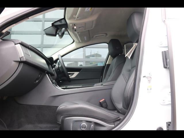 ヒーター&クーラー付フロントシート、10ウェイパワーシート(フロント)
