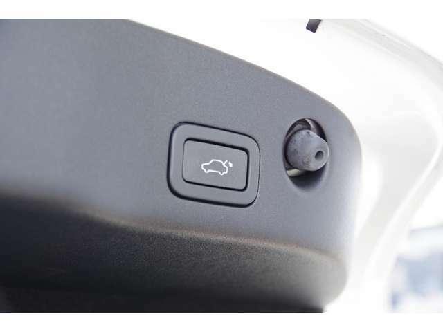 電動開閉式トランクを採用。詳細はジャガー・ランドローバー西宮へ!0798-63-6006