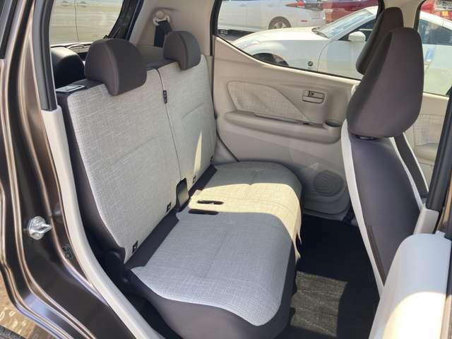 後席もとっても広々!リクライニングやシートスライドができるので、いつでも快適に過ごせますよ♪