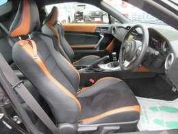 専用インテリア&スポーツシート♪ キャメルXブラックの配色がとてもカッコいいです♪