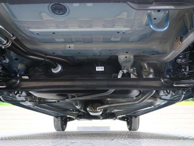 お車の大事な下回りも大変綺麗な状態です!融雪剤等の塩害対策を施工することも可能です!詳しくはスタッフまでお問い合わせ下さい!