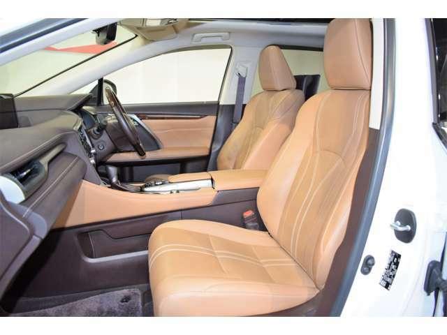 すっきりとしたデザインの内装は、さすがトヨタ車の上品さを感じます。