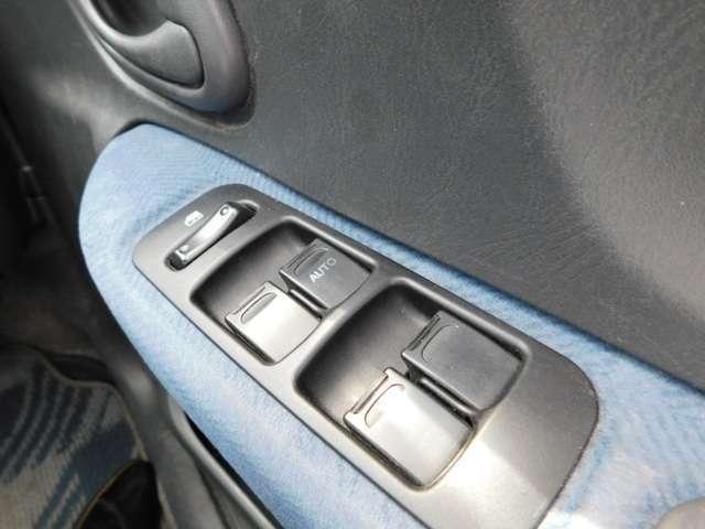 運転席側にパワーウインドウスィツチがあります。