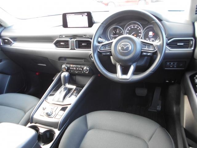 黒をきちょとしたシックで上品な雰囲気のコクピット!乗用車より高い着座位置により視界が良く、車の大きさを感じさせずに運転することが可能です!所有する喜びを感じられる上質なインテリアです!