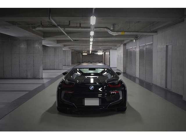 外車専門ペイント工場にて全てのパネルを分解してからBMW純正ブラックにてリペイント施工。