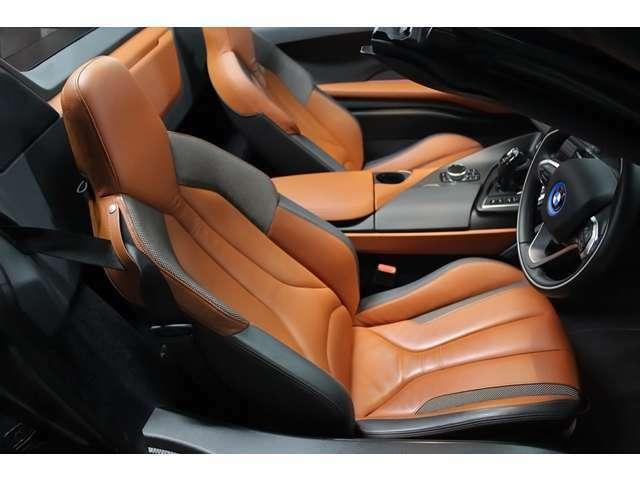 BMWiインテリア・デザインACCARO(エクスクルーシブ・ナチュラル・レザー/クロス・アクセントシート。
