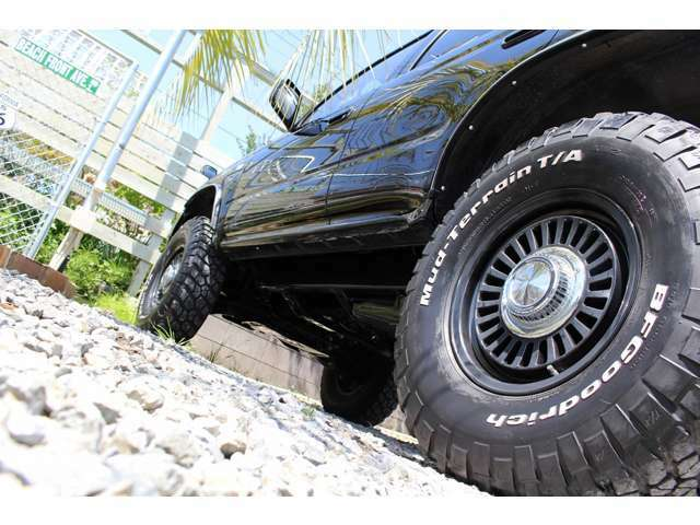 ◆【クリムソン/ディーンカリフォルニア.マットブラック】16インチアルミホイール/【BF-Goodrich】MTタイヤ/2インチリフトアップ足廻り