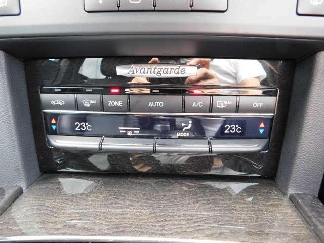 運転席:助手席で違う温度設定可能なデイアルオートエアコンです。