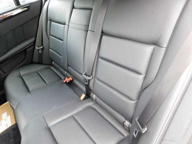 リアシートもそれぞれシートヒーターが装備。