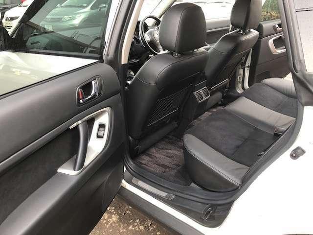 後部座席も狭くなく後ろに乗る方も快適です!