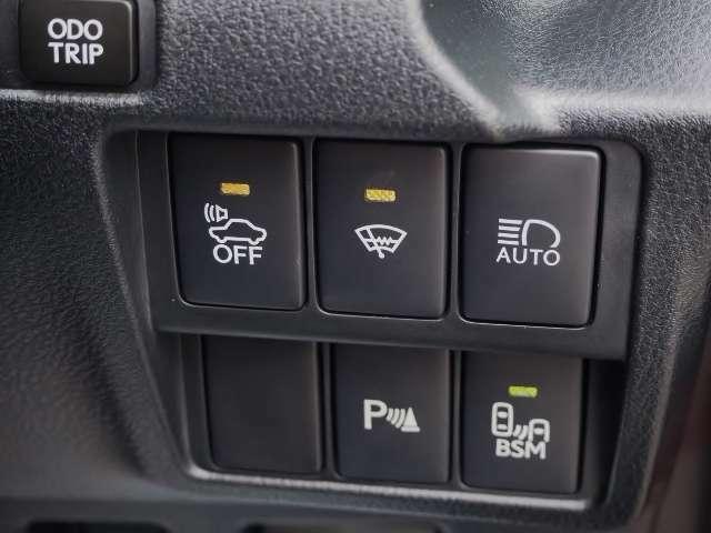 メーカーオプション★BSM(ブラインドスポットモニター)・・走行中にドアミラーだけでは確認しにくい後側方エリアに存在する車両を検知し、ドアミラーのインジケーターが点灯。   OP価格約6万