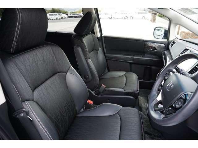 運転席&助手席にはシートヒーターを装備。運転席に加え、助手席にもパワーシートを装備しております。