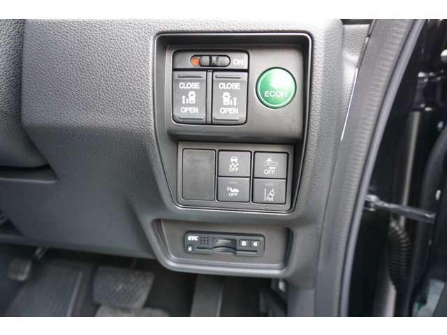 ホンダセンシングのスイッチやパワースライドドアのスイッチは、運転席右側に配置しております。もちろんETCも装備しております。
