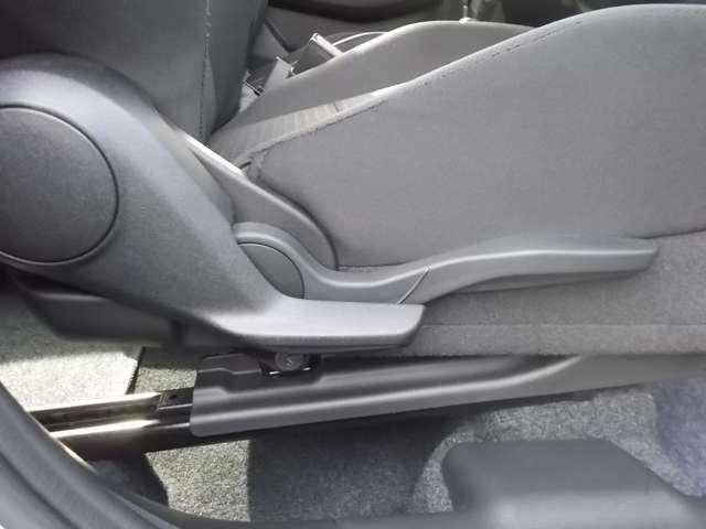 シートリフタ―装備☆シート位置の細かい設定が可能なので小柄な方でも見やすい位置にポジショニングができますよ☆