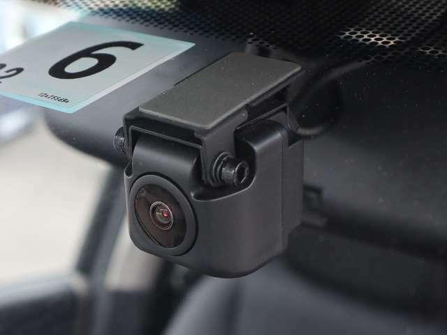 【ドライブレコーダー付】ドライブレコーダーは、映像・音声などを記録する自動車用の車載装置のことです。 もしもの事故の際の記録も撮れます。
